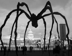 The Louise Bourgeois 30ft Maman (Mother) in front of Palacio de Bellas Artes.