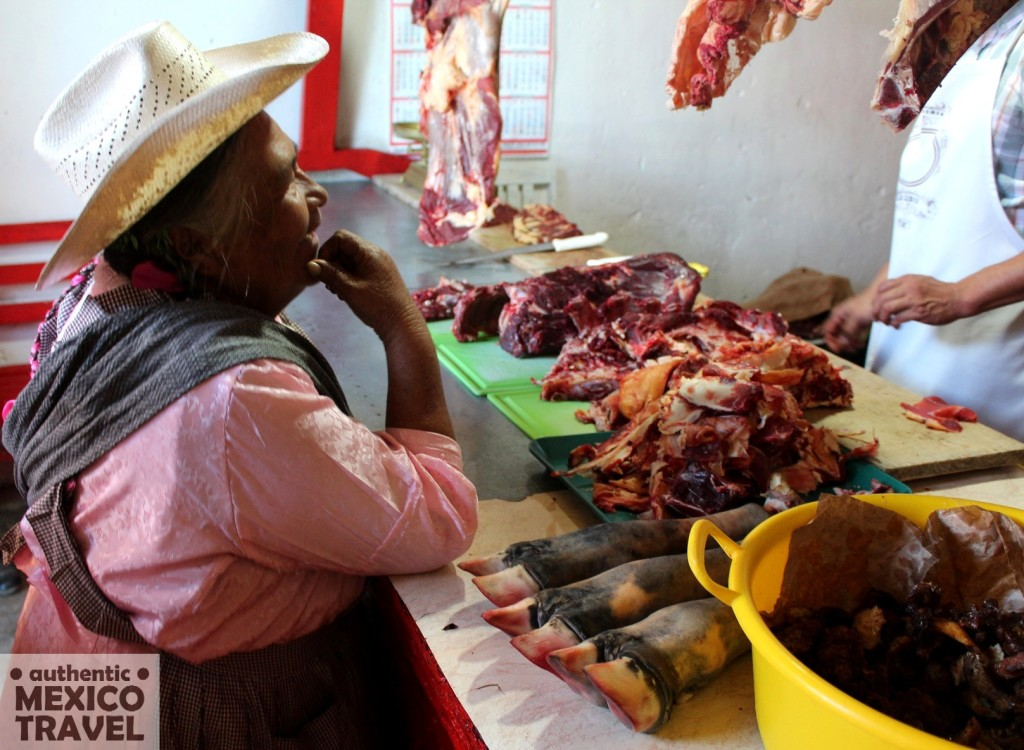 A Tlatlauqitepec woman decides on her meat purchase in the Thursday Tlatlau market.